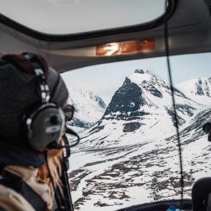 Kebnekaise helikopter med utsikt över Tolpagorni